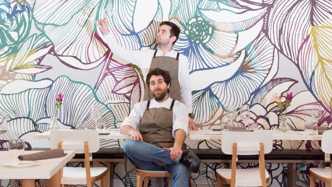 Riccardo (seduto) e Gabriele Escalante nel loro ristorante Flora a Busto Arsizio