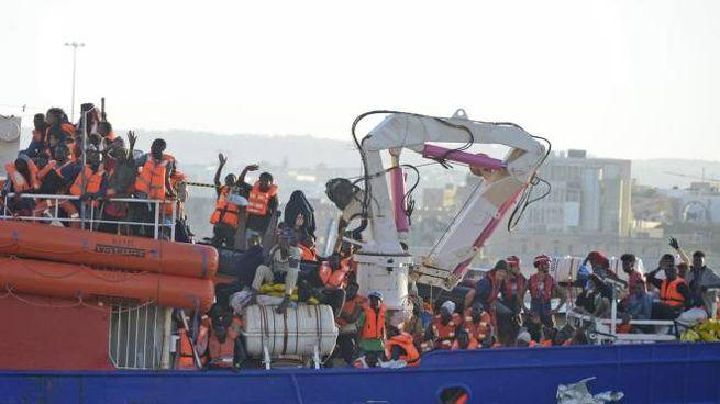 Attracco della nave Lifeline a Malta (Ansa)
