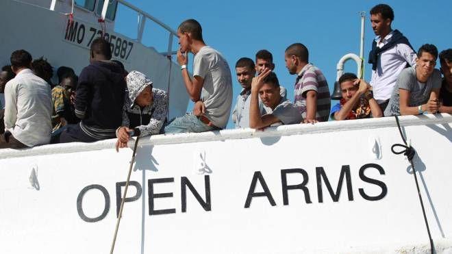 Migranti a bordo della nave Open Arms (Ansa)
