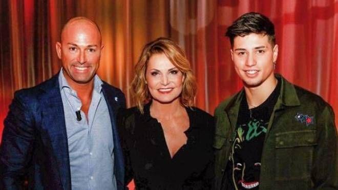 Niccolò Bettarini con papà Stefano e Simona Ventura (Instagram)