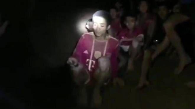 Thailandia, il ritrovamento dei bambini nella grotta (Ansa)