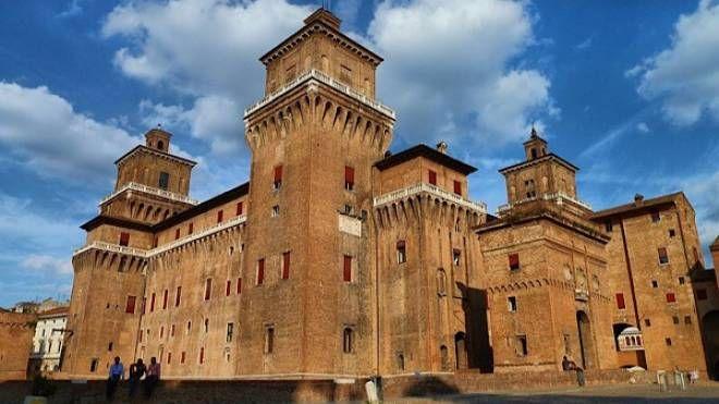 Foto di Wikipedia: Palazzo estense.jpg Nicola Biasi