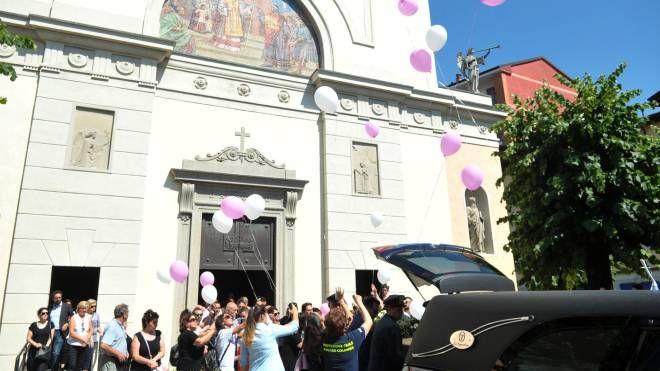 I funerali di Sara Luciani, a Vignate