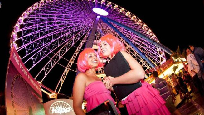 La ruota panoramica illuminata per la Notte Rosa (foto PasqualeBove)
