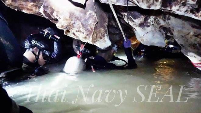 Thailandia, i soccorsi nella grotta (Ansa)