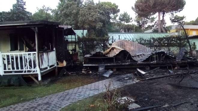Rosolina Mare, i bungalow dopo l'incendio