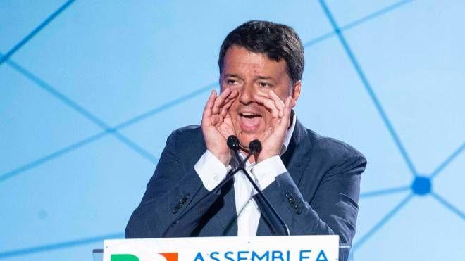 Matteo Renzi durante l'assemblea del Pd (ImagoE)