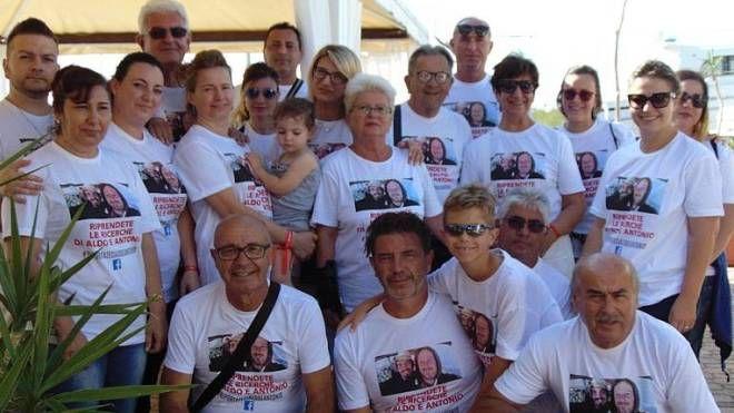 Uniti I soci del del Levante Angler's club con le magliette