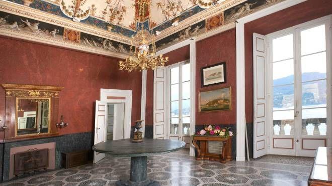 Nelle sale di Villa Carlotta la magia dei fiori di vetro