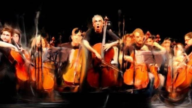 I 100 Cellos durante un loro concerto