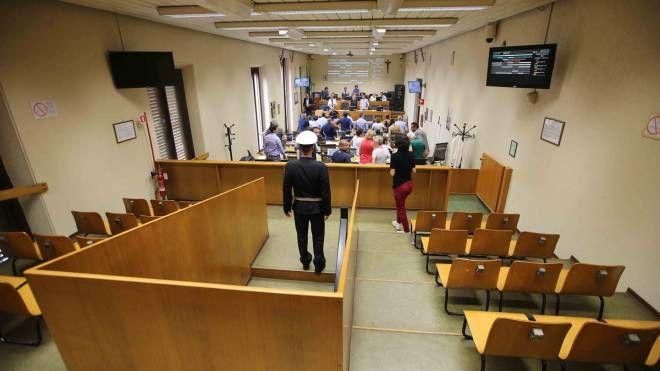 Pubblico fuori dall'aula per i lavori del Consiglio: il caso è quello del concorso a cui ha partecipato il figlio della convivente del comandante