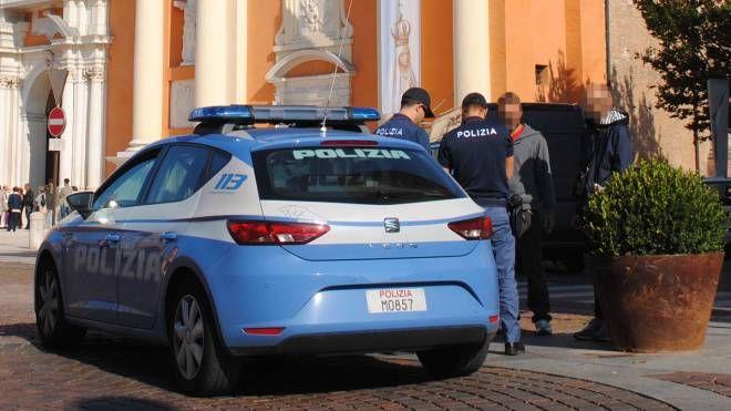 Sul posto è intervenuta subito la polizia che ha disarmato e arrestato il rapinatore