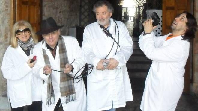 Una squadra di Nationl Ghost Uncover, con il cappello il presidente Massimo Merendi