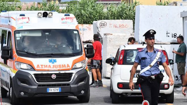 Incidente in un'azienda a Carrara (Foto Delia)