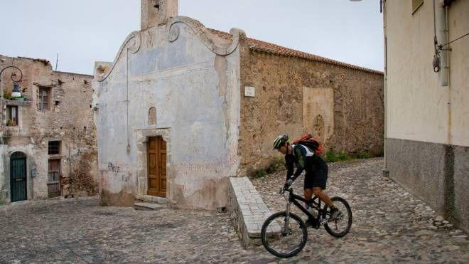 Le ciclovie per scoprire la Sardegna in bici - Foto: robertonencini/iStock