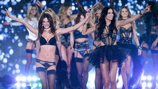 Alessandra Ambrosio, Adriana Lima e altre modelle di Victoria's Secret (Lapresse)