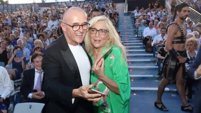 Alfonso Signorini con Mara Venier a Torre del Lago (foto Aldo Umicini)