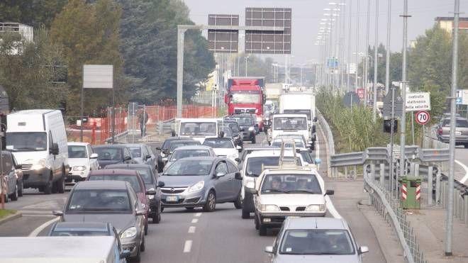 Traffico sulla Declassata (foto Attalmi)