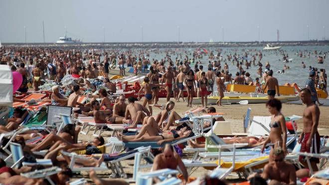 Rimini, spiaggia affollata (foto d'archivio PasqualeBove)