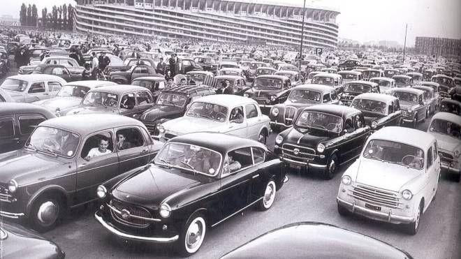 Un'immagine dello stadio di San Siro alla metà degli anni cinquanta