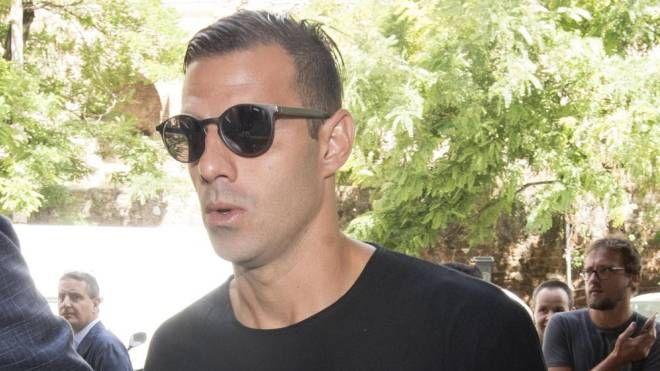Il calciatore del Parma Emanuele Calaiò al suo arrivo in Tribunale (Ansa)