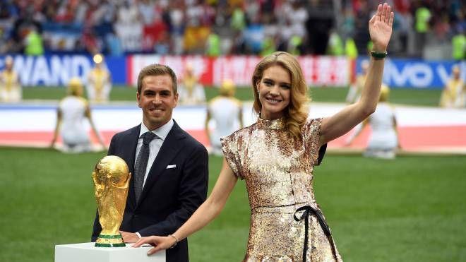 Il calciatore Philipp Lahm e la modella russa Natalia Vodianova (Ansa)
