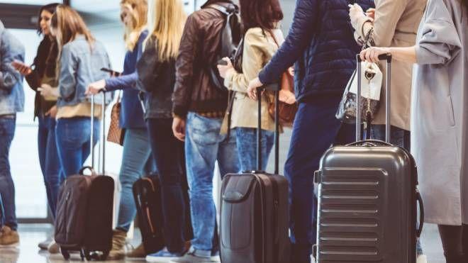 Gli italiani sono fra i più inclini in Europa a saltare la fila - Foto: izusek/iStock