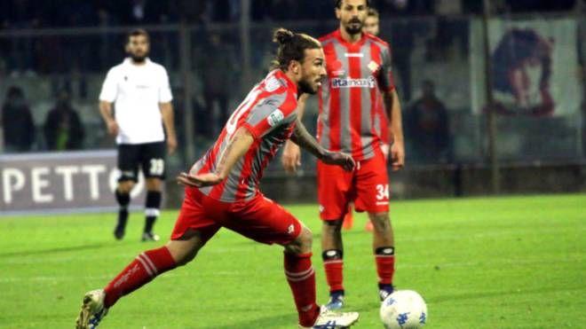 Paulinho potrebbe guidare l'attacco grigiorosso insieme all'ex rossoverde Montalto