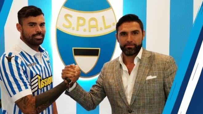 Andrea Petagna e il ds Davide Vagnati (foto www.spalferrara.it)