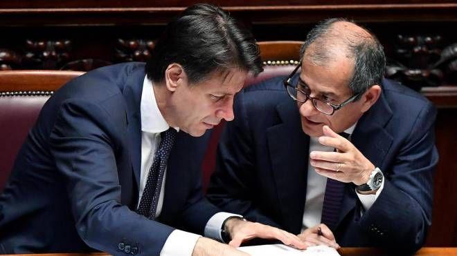 Giuseppe Conte e Giovanni Tria (Ansa)