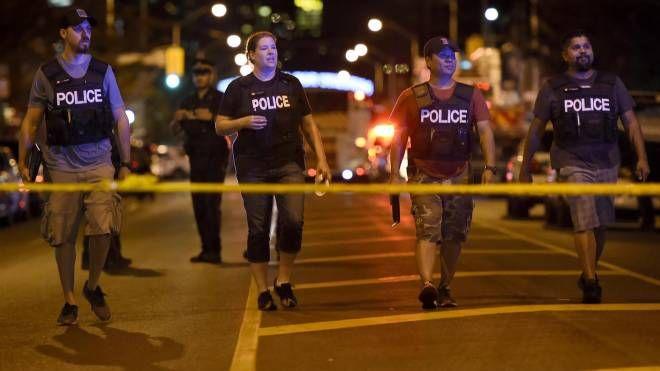 Polizia sul luogo della sparatoria a Toronto (Ansa)