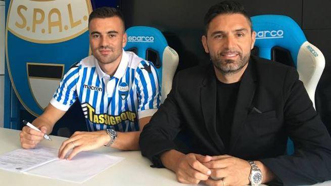 L'attaccante Gabriele Moncini con il ds Davide Vagnati