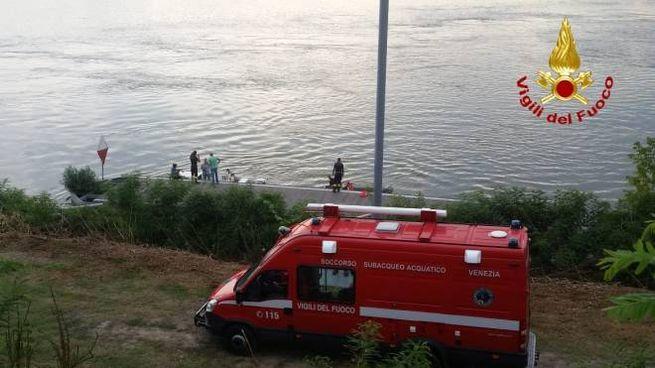 Bergantino disperso un ragazzo di 16 anni nel fiume po cronaca