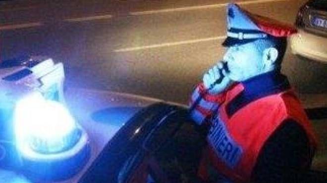 Provvidenziale il passaggio di un'auto dei carabinieri