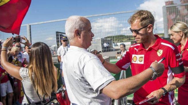 Sebastian Vettel in Ungheria con il lutto al braccio (Ansa)