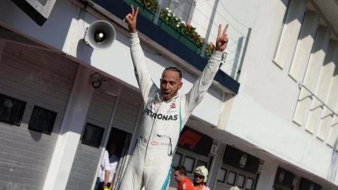 Lewis Hamilton vince il Gp d'Ungheria 2018 (Ansa)