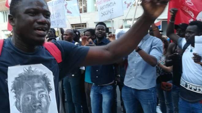 Manifestazione in ricordo di Soumalia Sacko, il maliano ucciso a colpi di fucile (Dire)