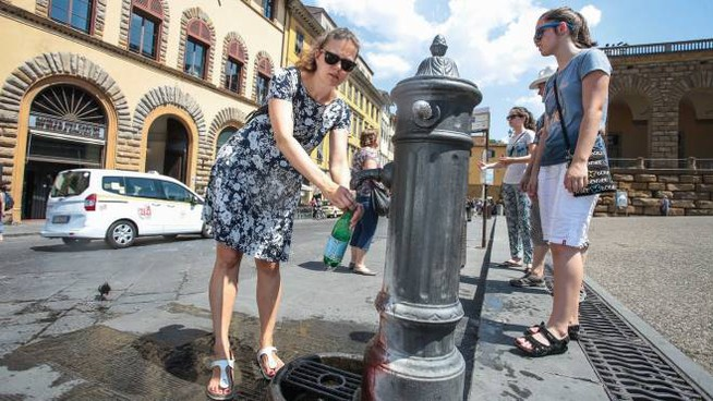 Caldo a Firenze (foto Giuseppe Cabras/New Press Photo)