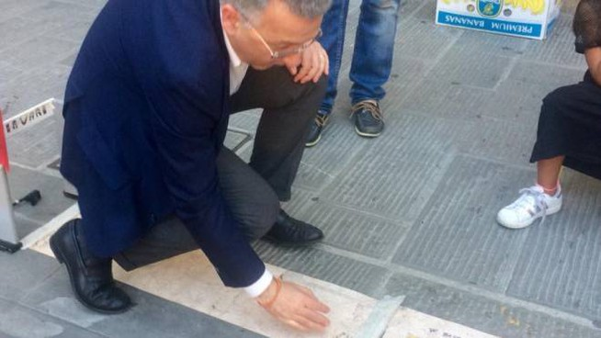 Il sindaco Pierluigi Peracchini gioca a tappini