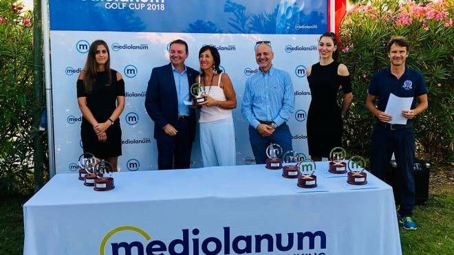 Al centro Elisabetta Nizzi, vincitrice in seconda categoria nella Mediolanum Golf Cup