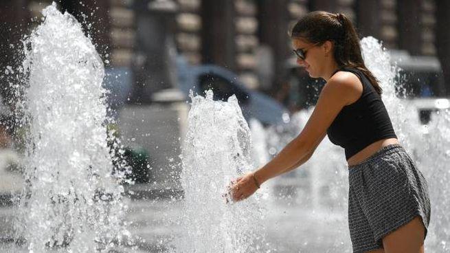 Previsioni meteo, caldo e afa. Bollino rosso in 12 città fino a domenica (Ansa)
