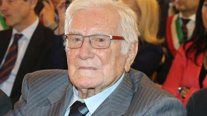 Lo sguardo intenso di Vito Rosaspina, ex- leader del Psi della provincia di Pesaro e Urbino, morto a 95 anni