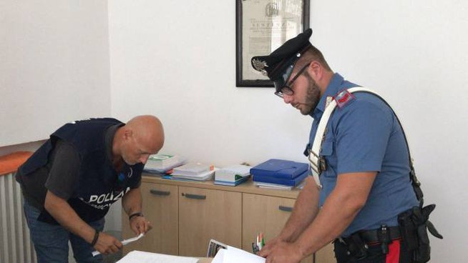 Le perquisizioni dei carabinieri