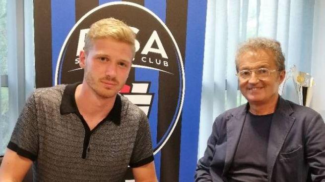 Gori firma il contratto che lo legherà al Pisa per le prossime due stagioni