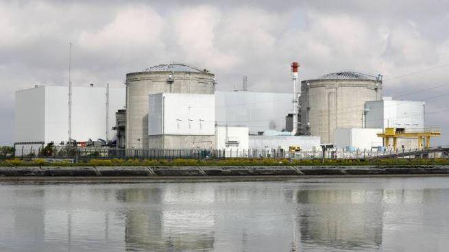 L'impianto nucleare di Fessenheim, riva francese del fiume Reno (Epa)