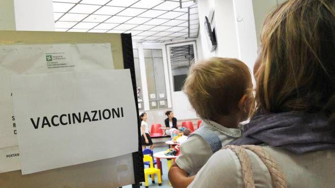 La donna non voleva vaccinare il figlio (Foto d'archivio Newpress)