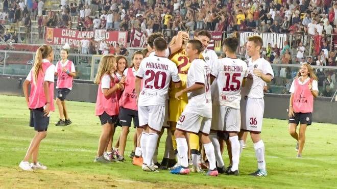 La gioia del Livorno per la vittoria (Foto Novi)