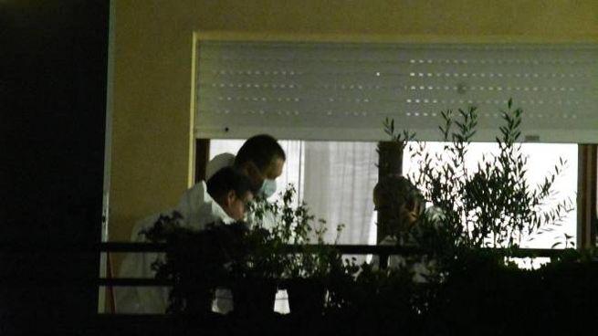 La polizia scientifica nell'abitazione dei coniugi (Newpress)