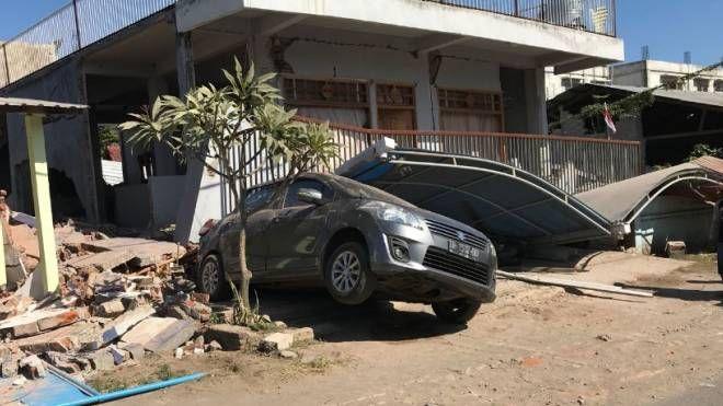 Un edificio devastato a Lombok