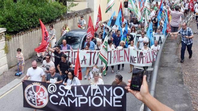 Corteo per salvare Campione d'Italia